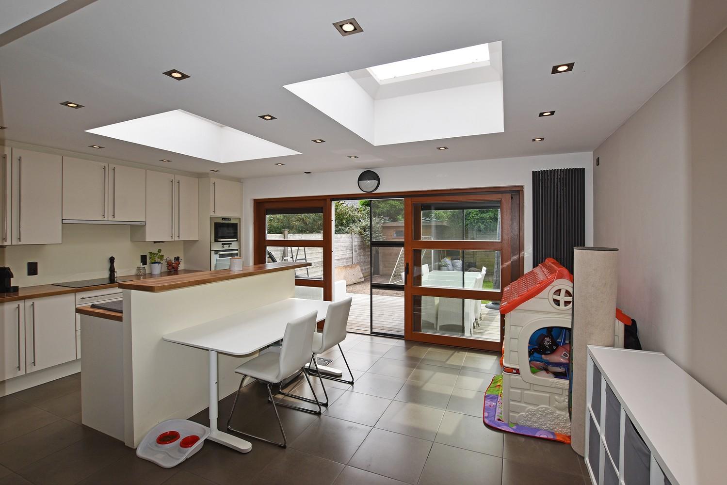 Mooie woning met drie slaapkamers en zonnige tuin te Schoten. afbeelding 4