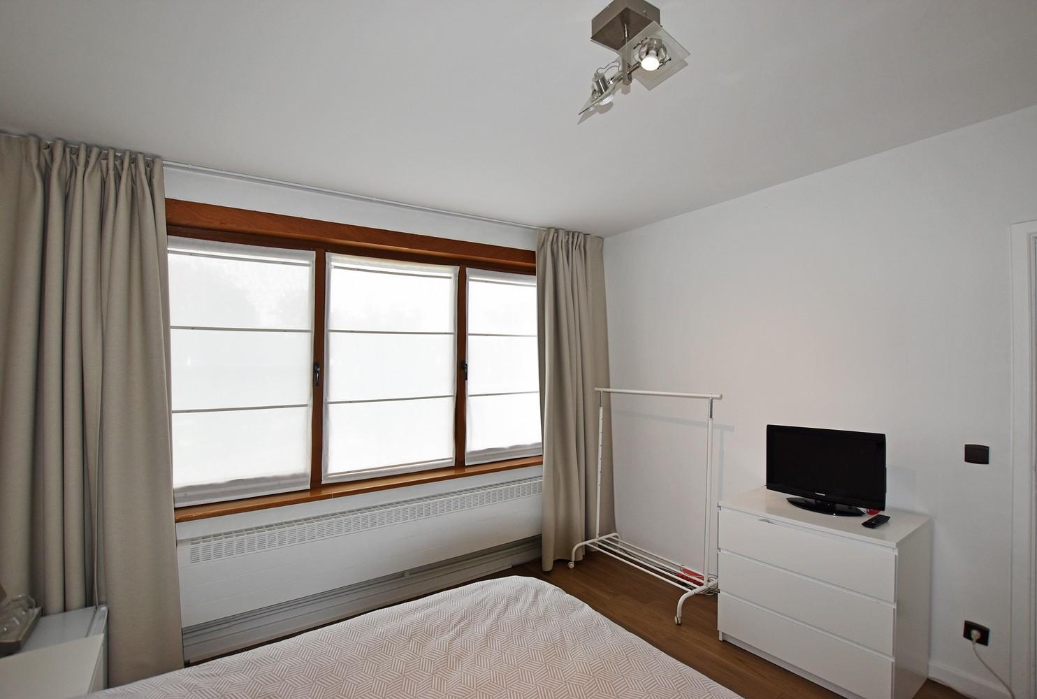 Mooie woning met drie slaapkamers en zonnige tuin te Schoten. afbeelding 8