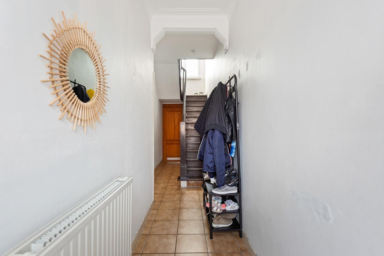 Rustig gelegen, op te frissen eengezinswoning met twee slaapkamers en leuke tuin te Wijnegem. afbeelding 8