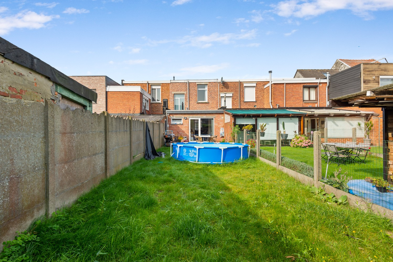 Rustig gelegen, op te frissen eengezinswoning met twee slaapkamers en leuke tuin te Wijnegem. afbeelding 15