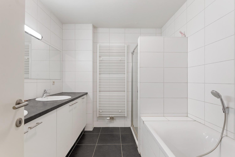 Ruim, recent appartement met 3 slpk & zonnig terras in het centrum van Zandhoven afbeelding 11