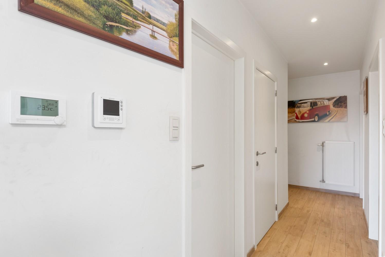 Ruim, recent appartement met 3 slpk & zonnig terras in het centrum van Zandhoven afbeelding 8