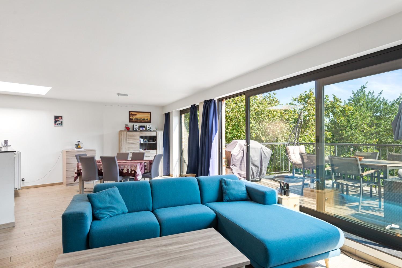 Ruim, recent appartement met 3 slpk & zonnig terras in het centrum van Zandhoven afbeelding 2