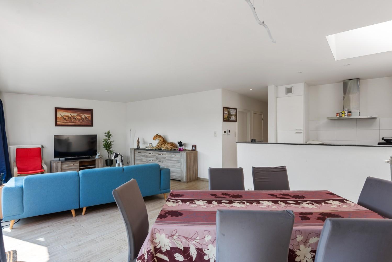 Ruim, recent appartement met 3 slpk & zonnig terras in het centrum van Zandhoven afbeelding 5