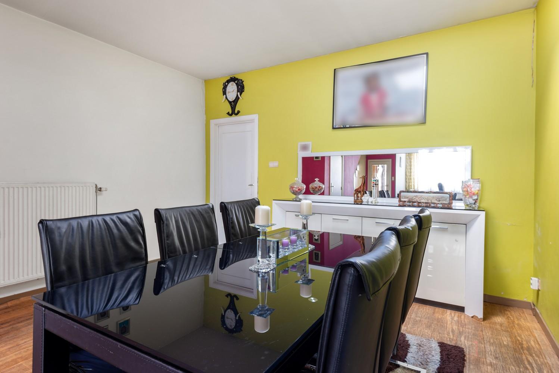 Op te frissen eengezinswoning met drie slaapkamers en buitenruimte te Deurne. afbeelding 1