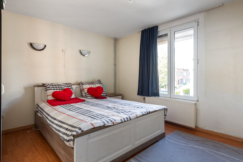 Op te frissen eengezinswoning met drie slaapkamers en buitenruimte te Deurne. afbeelding 12