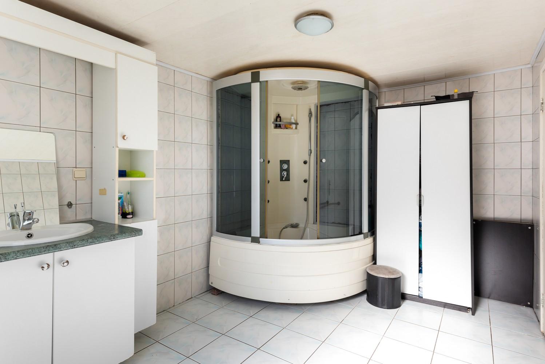 Op te frissen eengezinswoning met drie slaapkamers en buitenruimte te Deurne. afbeelding 14