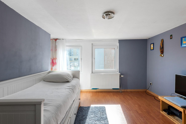 Op te frissen eengezinswoning met drie slaapkamers en buitenruimte te Deurne. afbeelding 17