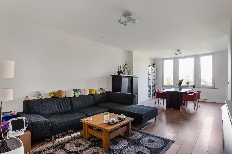Modern, recent gerenoveerd appartement op een levendige locatie te Berchem. afbeelding 1