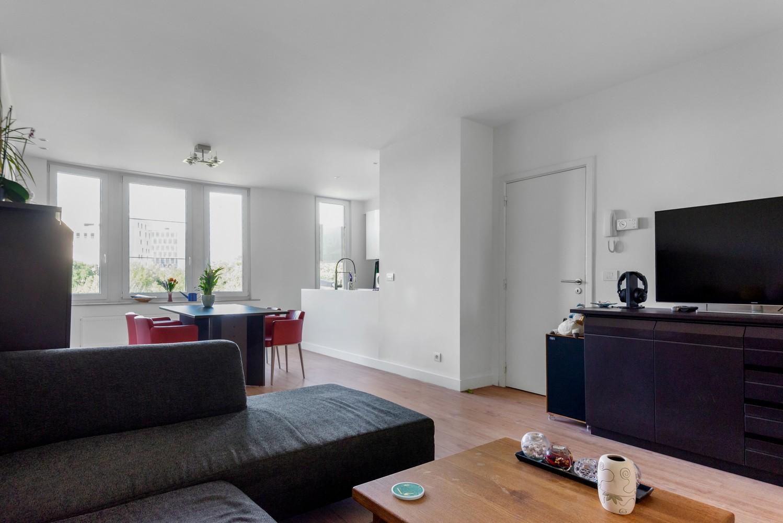 Modern, recent gerenoveerd appartement op een levendige locatie te Berchem. afbeelding 2