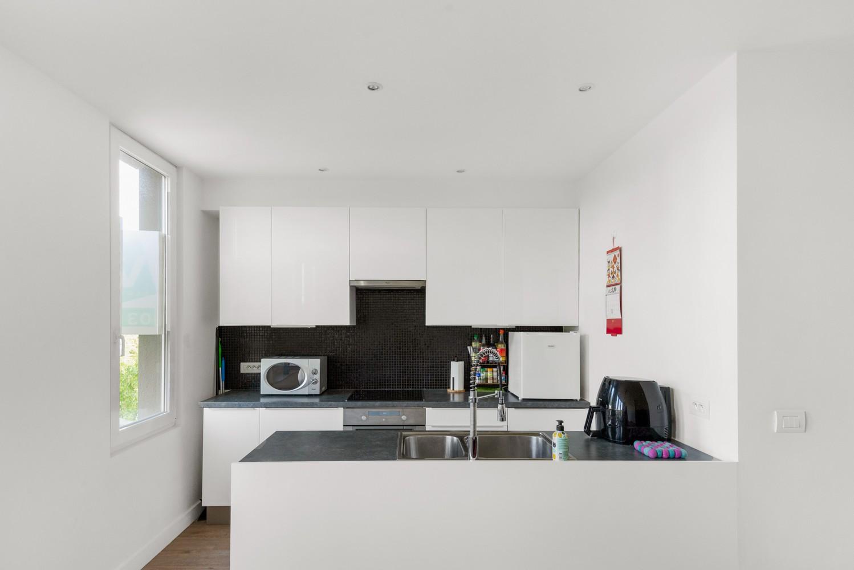 Modern, recent gerenoveerd appartement op een levendige locatie te Berchem. afbeelding 3