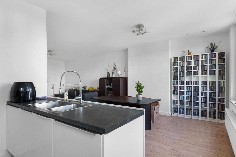 Modern, recent gerenoveerd appartement op een levendige locatie te Berchem. afbeelding 5