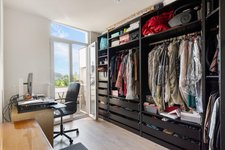 Modern, recent gerenoveerd appartement op een levendige locatie te Berchem. afbeelding 10