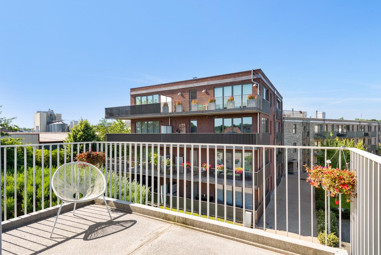 Lichtrijk hoekappartement met 2 slpk, zonnig terras & staanplaats afbeelding 3