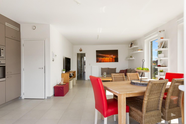 Lichtrijk hoekappartement met 2 slpk, zonnig terras & staanplaats afbeelding 8