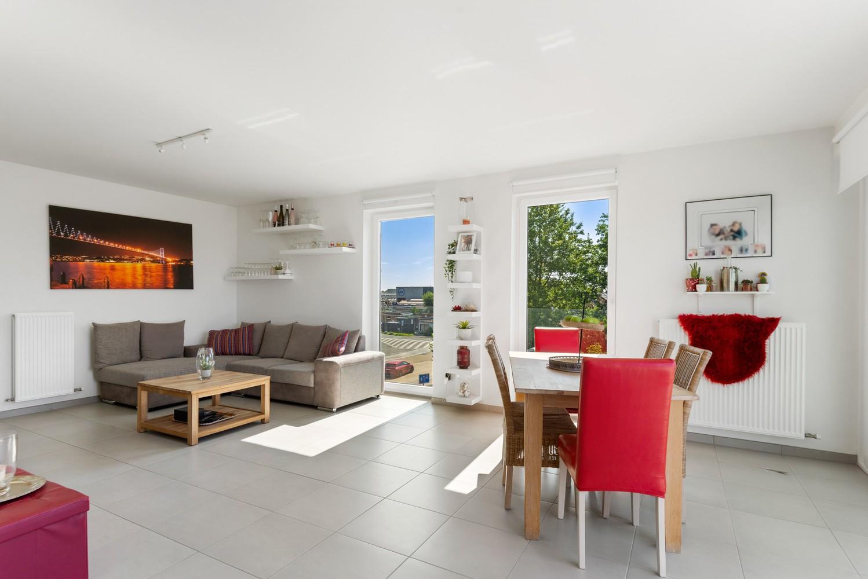 Lichtrijk hoekappartement met 2 slpk, zonnig terras & staanplaats afbeelding 11
