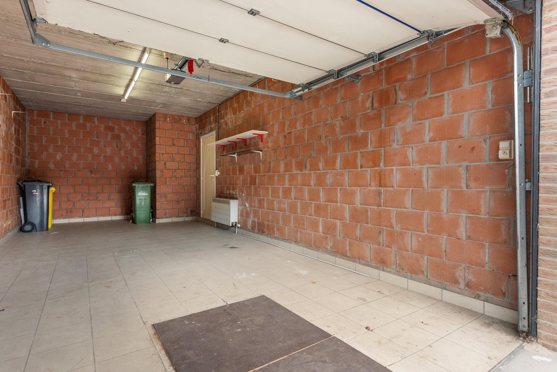 Te renoveren bel-étage woning met 3 slaapkamers te Kapellen. afbeelding 3