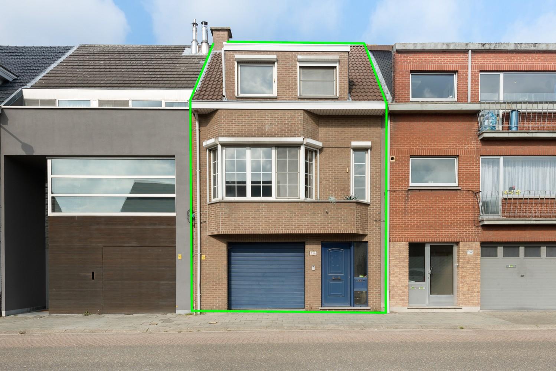 Te renoveren bel-étage woning met 3 slaapkamers te Kapellen. afbeelding 1