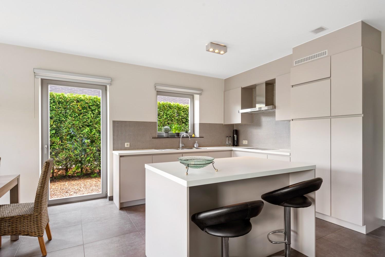 Modern gelijkvloers appartement met leuke tuin, 2 slaapkamers en autostaanplaats in Wommelgem! afbeelding 5