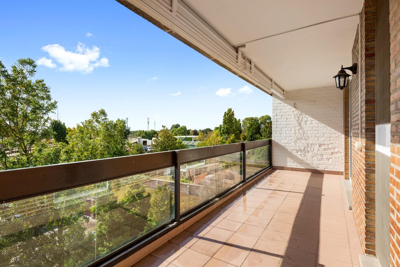 Ruim, te renoveren appartement met 3 slaapkamers & zonnig terras nabij centrum Lier afbeelding 2