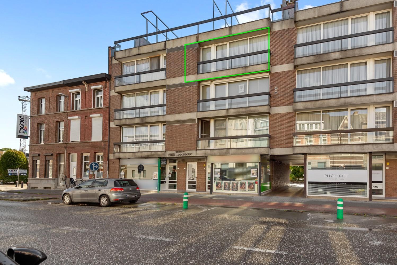 Ruim, te renoveren appartement met 3 slaapkamers & zonnig terras nabij centrum Lier afbeelding 1