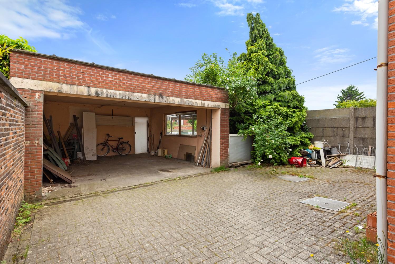 Commerciële - of praktijkruimte/te renoveren gelijkvloers appartement (93 m²) op een zeer centrale locatie te Wijnegem! afbeelding 13