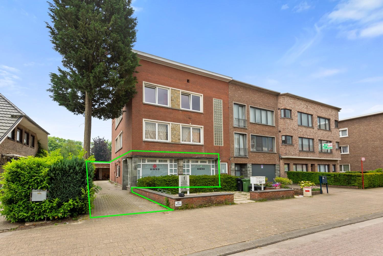 Commerciële - of praktijkruimte/te renoveren gelijkvloers appartement (93 m²) op een zeer centrale locatie te Wijnegem! afbeelding 1