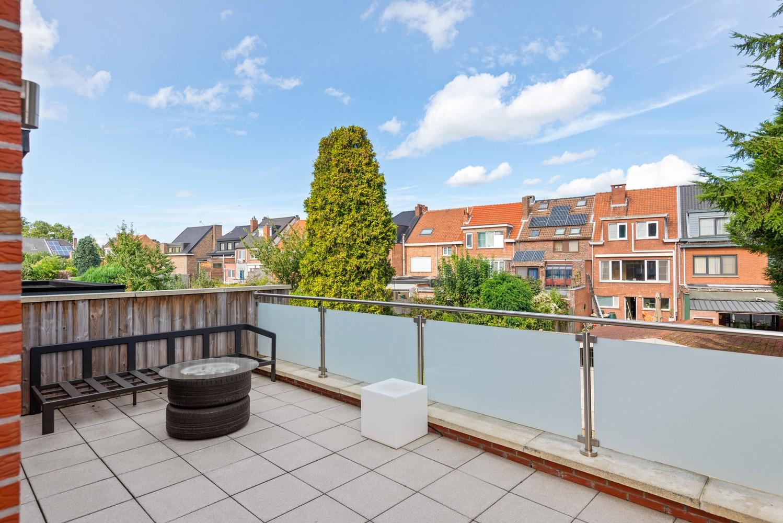 Verrassend ruime bel-étage met 3 slaapkamers & tuin in Borsbeek afbeelding 8