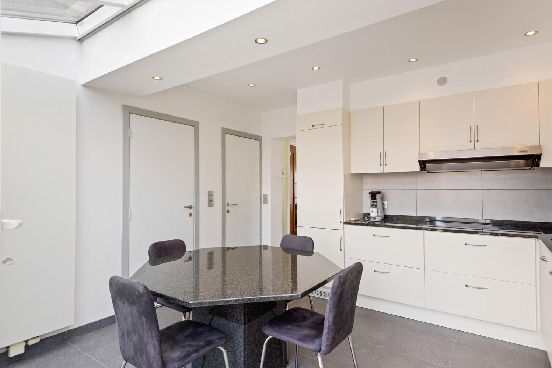 Verrassend ruime bel-étage met 3 slaapkamers & tuin in Borsbeek afbeelding 9