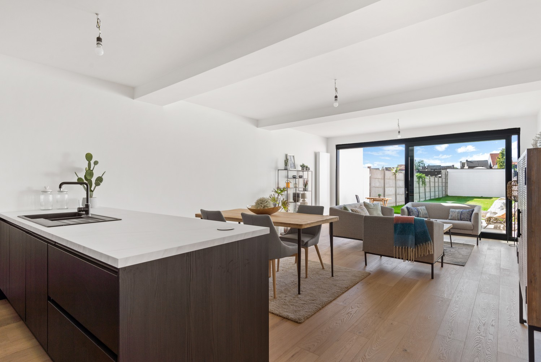 Smaakvol gerenoveerde woning met 3 ruime slaapkamers & mooie tuin in Kapellen afbeelding 3