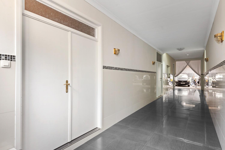 Verrassend ruime woning met 5 à 6 slaapkamers & garage te Deurne afbeelding 3