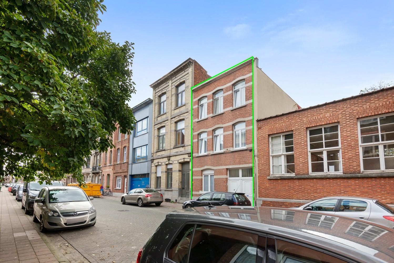 Verrassend ruime woning met 5 à 6 slaapkamers & garage te Deurne afbeelding 1