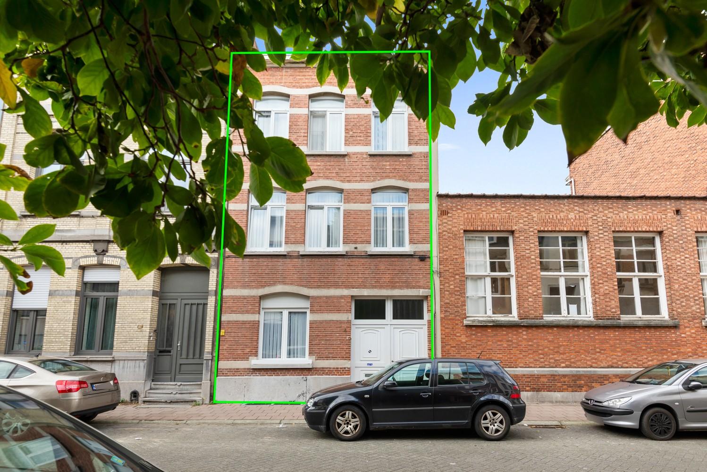 Verrassend ruime woning met 5 à 6 slaapkamers & garage te Deurne afbeelding 2