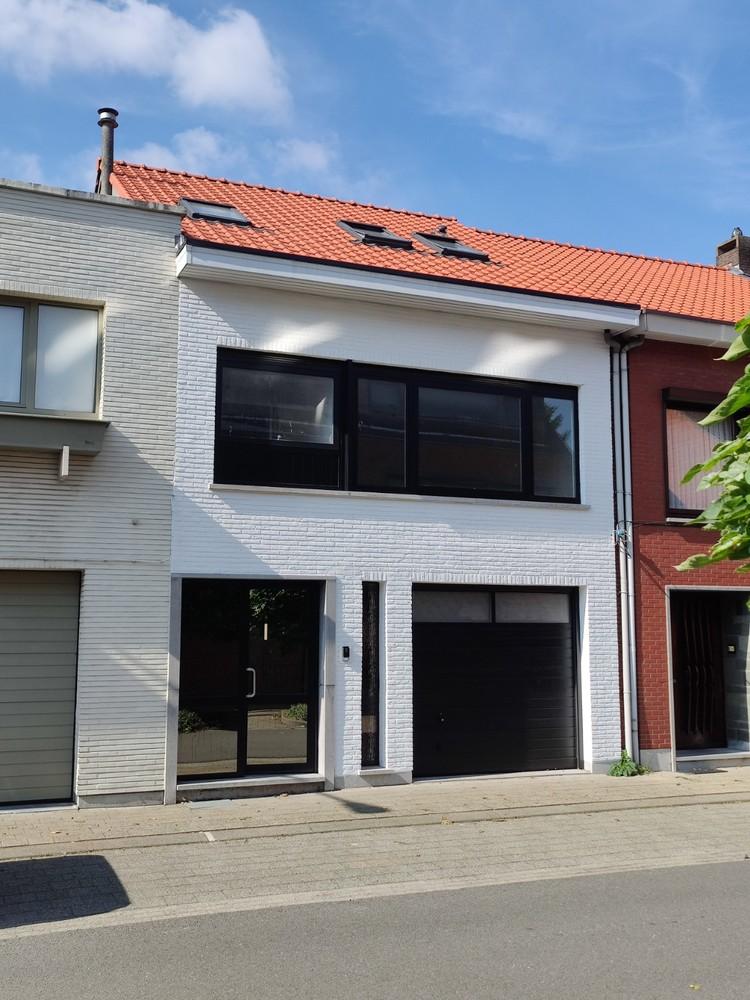 Volledig gerenoveerde woning op een toplocatie in een rustige straat nabij het gezellige centrum van Brasschaat afbeelding 2