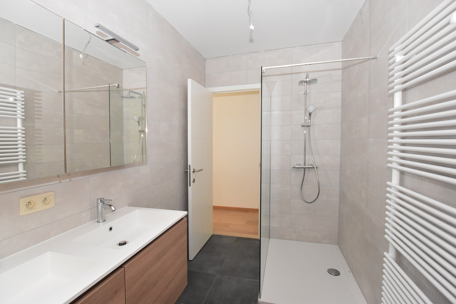 Gloednieuw, gelijkvloers appartement met 2 slaapkamers & autostaanplaats! afbeelding 4