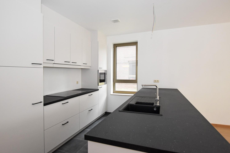 Gloednieuw, gelijkvloers appartement met 2 slaapkamers & autostaanplaats! afbeelding 1