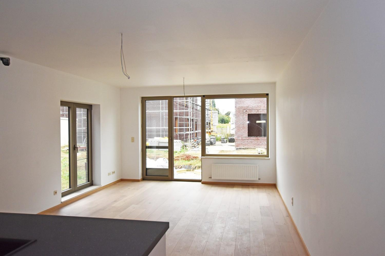 Gloednieuw, gelijkvloers appartement met 2 slaapkamers & autostaanplaats! afbeelding 2