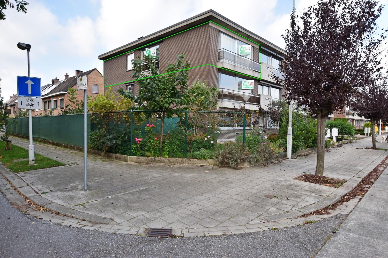 Gunstig gelegen en zeer verzorgd appartement met drie slaapkamers en terras te Wijnegem. afbeelding 1