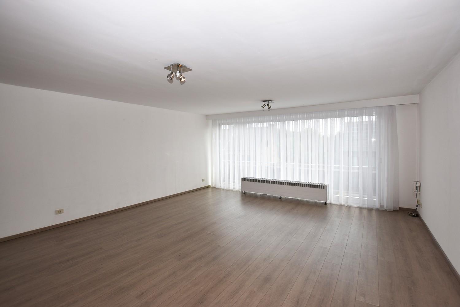 Gunstig gelegen en zeer verzorgd appartement met drie slaapkamers en terras te Wijnegem. afbeelding 4