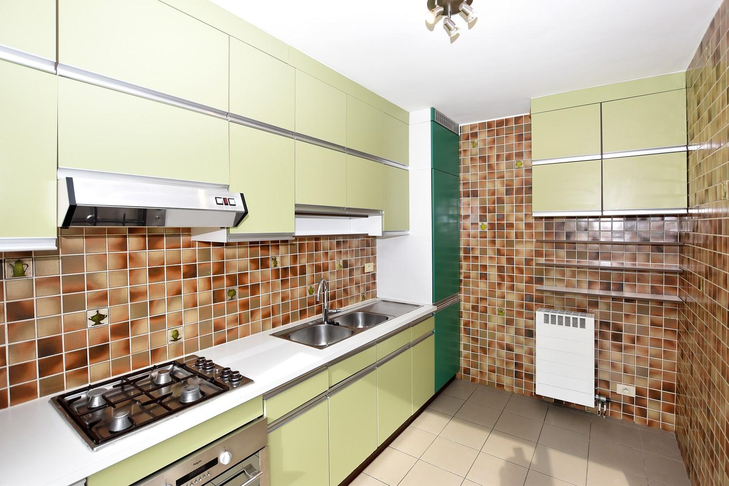 Gunstig gelegen en zeer verzorgd appartement met drie slaapkamers en terras te Wijnegem. afbeelding 3