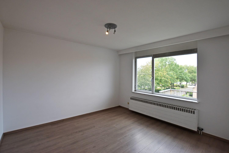 Gunstig gelegen en zeer verzorgd appartement met drie slaapkamers en terras te Wijnegem. afbeelding 7