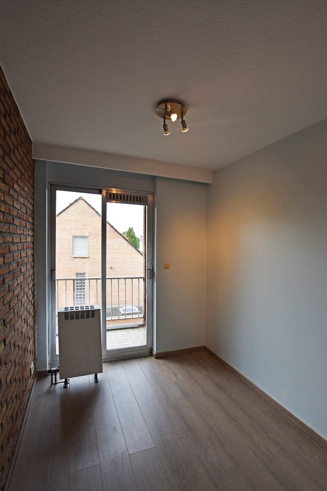 Gunstig gelegen en zeer verzorgd appartement met drie slaapkamers en terras te Wijnegem. afbeelding 8