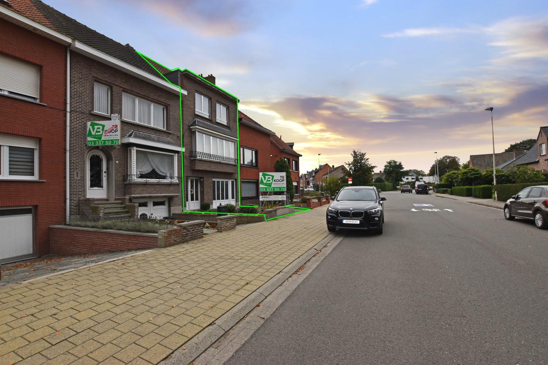 Bel-étage woning met twee ruime slaapkamers en zuidoostelijk georiënteerde tuin te Wijnegem! afbeelding 1