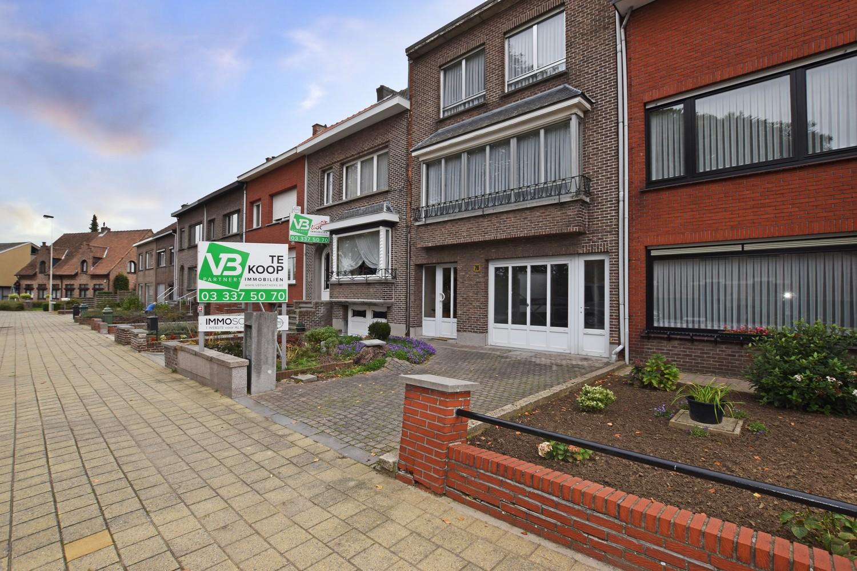 Bel-étage woning met twee ruime slaapkamers en zuidoostelijk georiënteerde tuin te Wijnegem! afbeelding 2