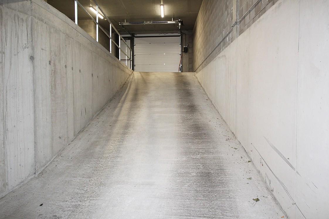 Zeer ruime, ondergrondse autostaanplaats voor twee auto's in hartje Wommelgem afbeelding 4