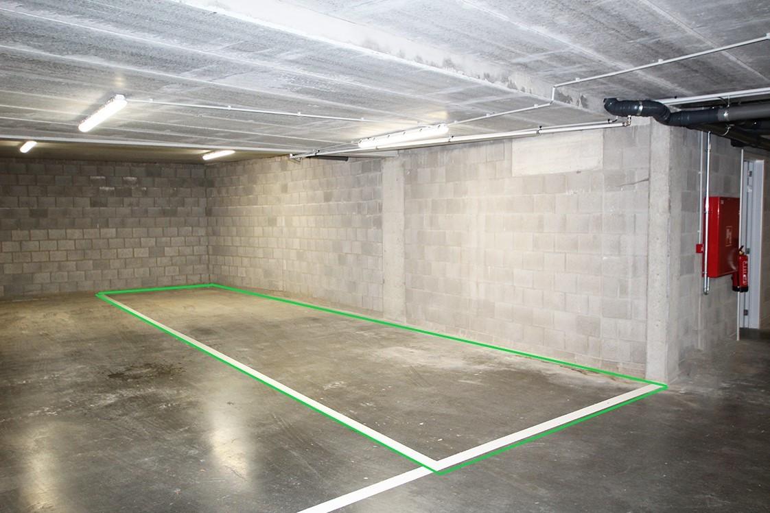 Zeer ruime, ondergrondse autostaanplaats voor twee auto's in hartje Wommelgem afbeelding 1