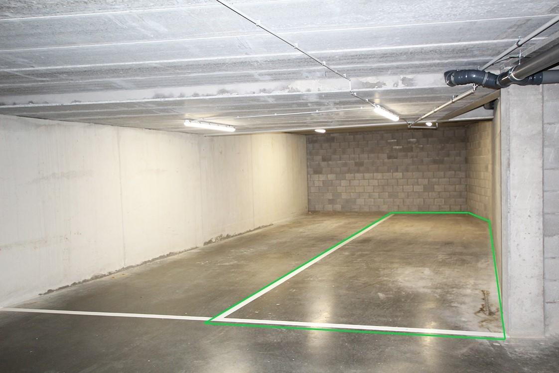 Zeer ruime, ondergrondse autostaanplaats voor twee auto's in hartje Wommelgem afbeelding 2