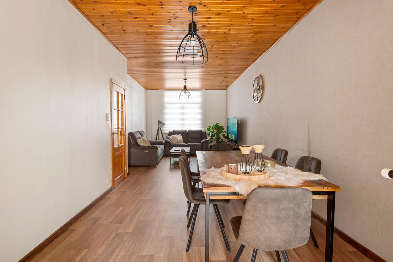 Rustig gelegen, op te frissen eengezinswoning met twee slaapkamers en leuke tuin te Wijnegem. afbeelding 1