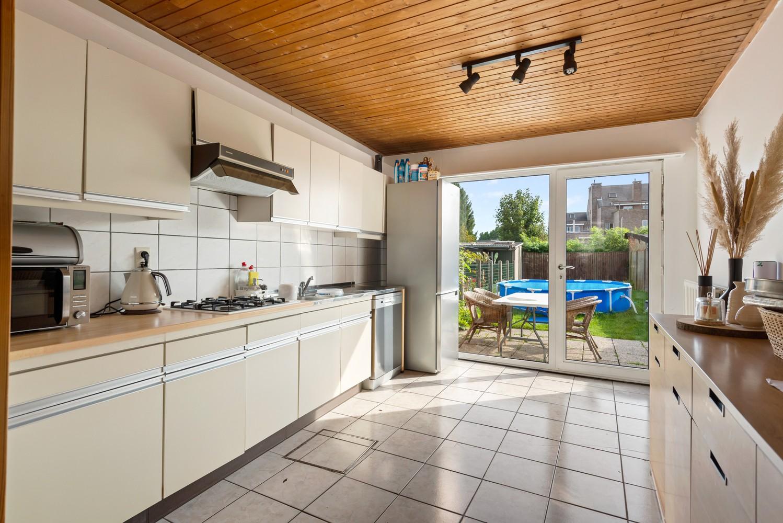 Rustig gelegen, op te frissen eengezinswoning met twee slaapkamers en leuke tuin te Wijnegem. afbeelding 7